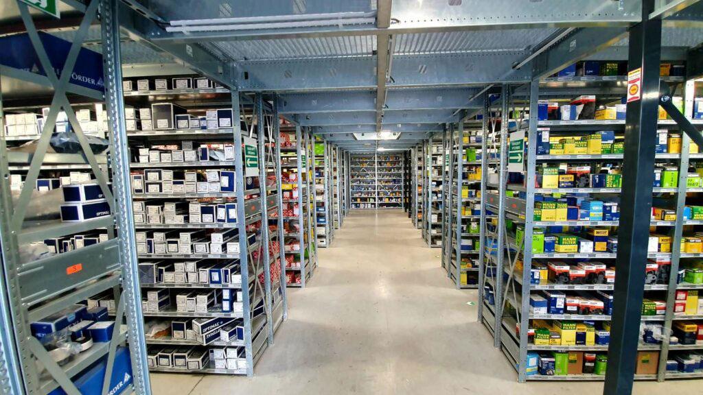 Skladová hala s inteligentnými viacpodlažnými skladovacími plošinami pre efektívne využite skladovacích plôch 2