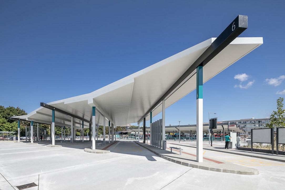 Spoločnosť mmcité sa zaoberá i dizajnovaním a realizáciou nástupíšť Nitra.