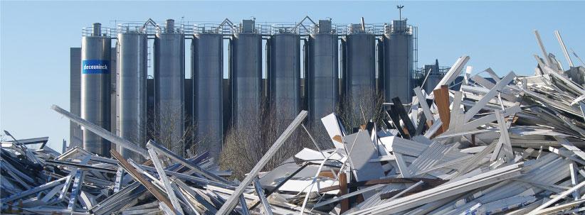 Deceuninck prevádzkuje vlastnú recyklačnú linku v belgickom Diksmuide, ktorá dokáže ročne spracovať asi 2 milióny starých okien.