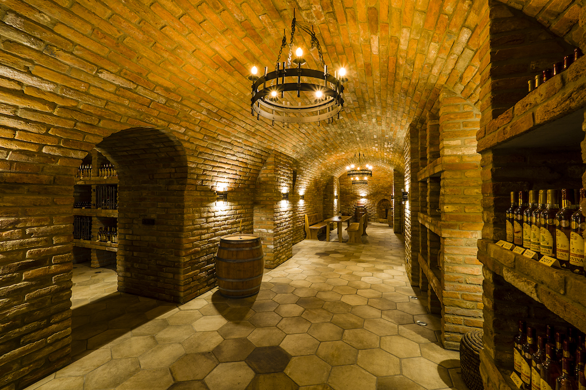 Archív s precíznym zhotovením tehlových múrov a klenieb.