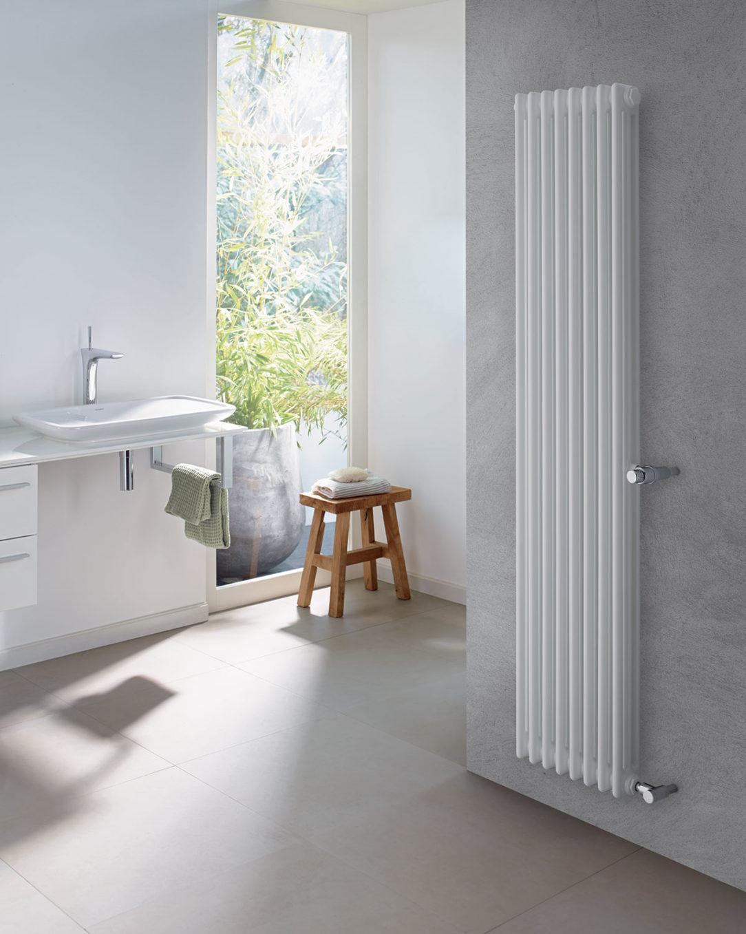 Flexibilná inštalácia vďaka dostupnosti modelov Zehnder Charleston Retrofit umožňuje náhradu starých radiátorov bez nutnosti úprav existujúceho pripájacieho potrubia.
