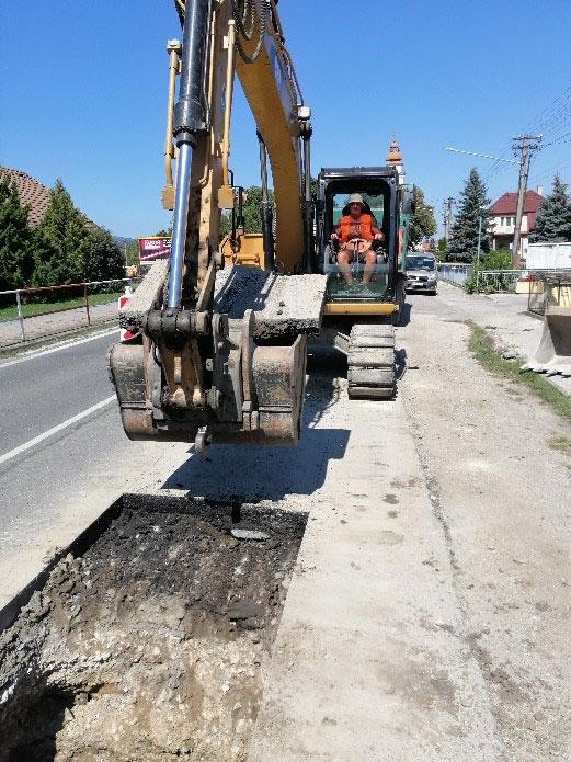 Vybúranie asfaltového krytu št. cesty 1/61 v rámci SO.01 – stoka B1-1