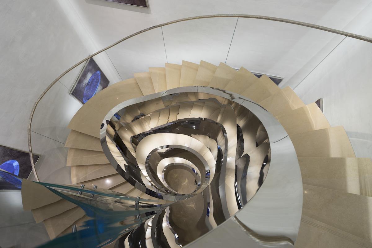 Zrkadlo hlavného schodiska.