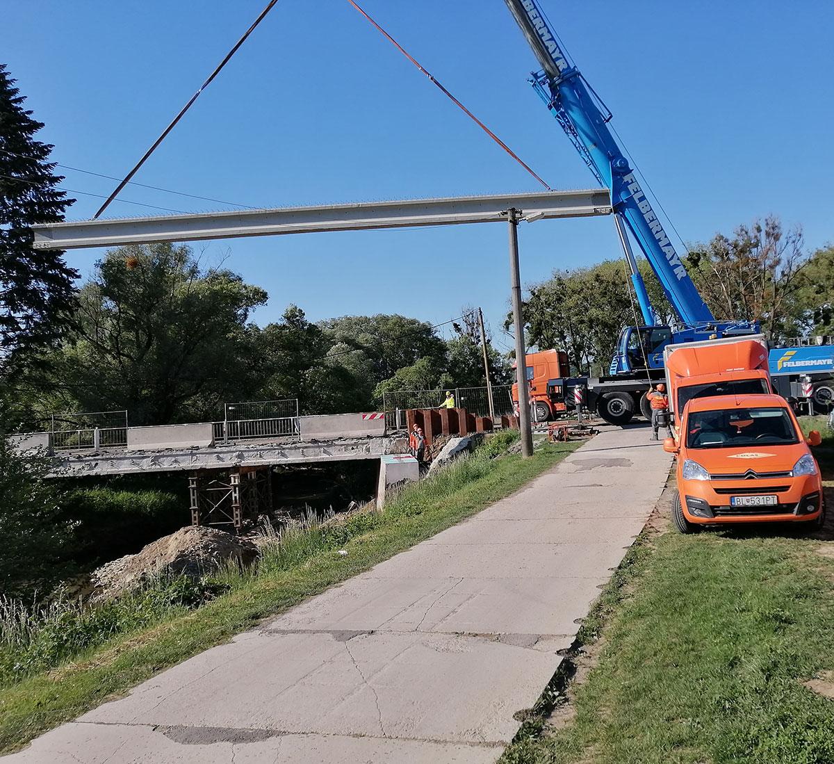 Obr. 5 Nosníky typu M30 pri realizácii rekonštrukcie mosta Malá Domaša – Žalobín