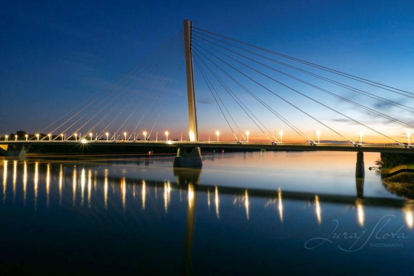 Obr. 1 Most Monoštor – nočný pohľad na most