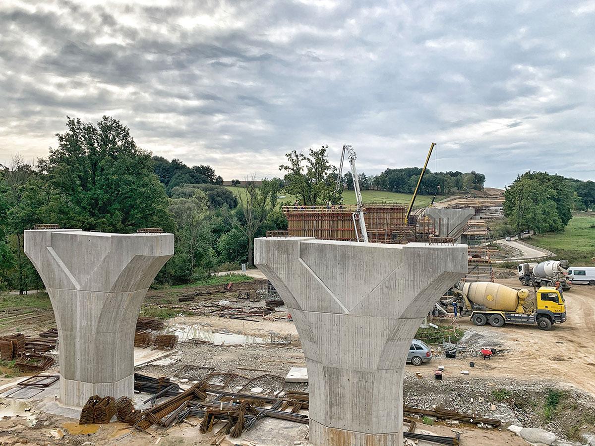 SO 209 Most cez údolie rieky Plavnice v km 144,750 – realizácia pilierov spodnej stavby