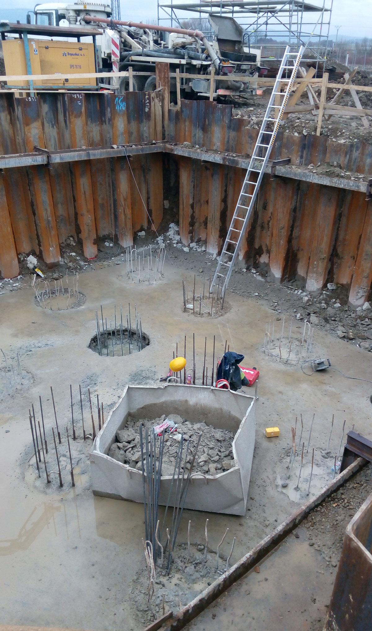Obr. 4 Pohľad na stavebnú jamu