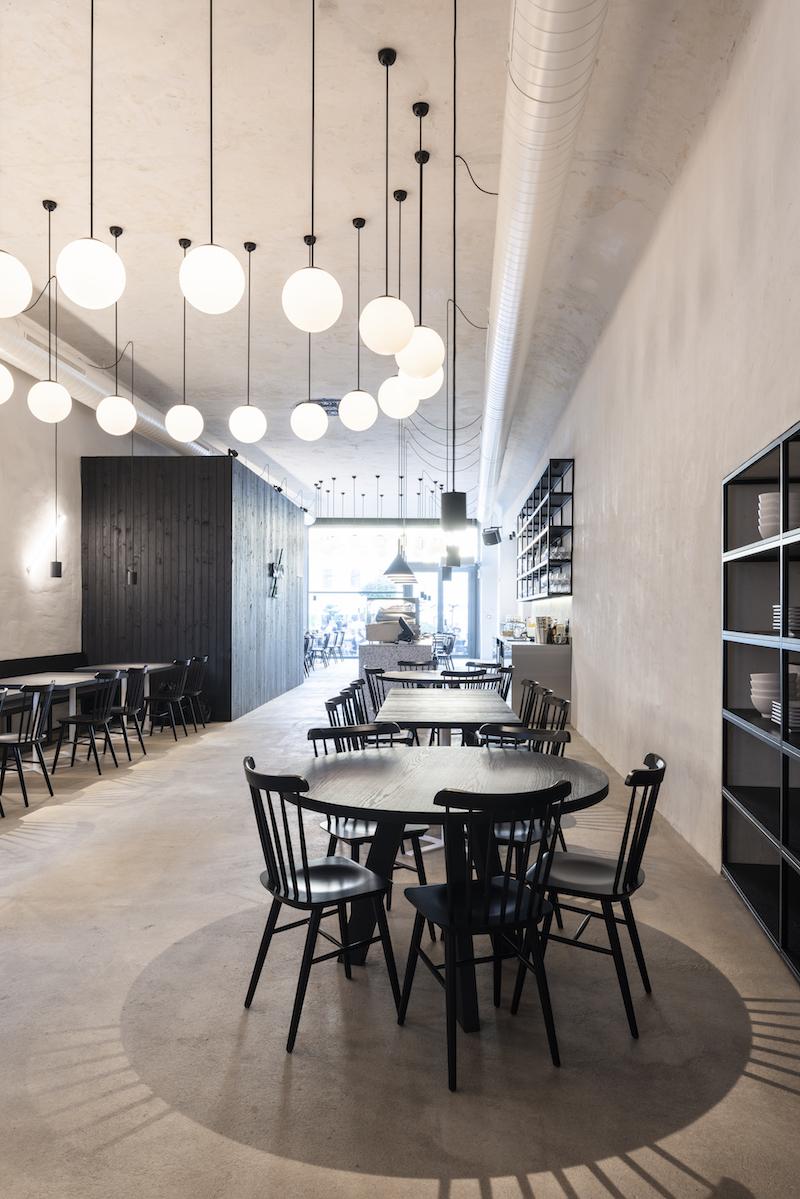 Strohosť interiéru prenechala priestor rozmanitosti podávaných jedál.