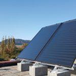 Solárne panely na rovnej streche