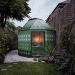 Izba v záhrade.