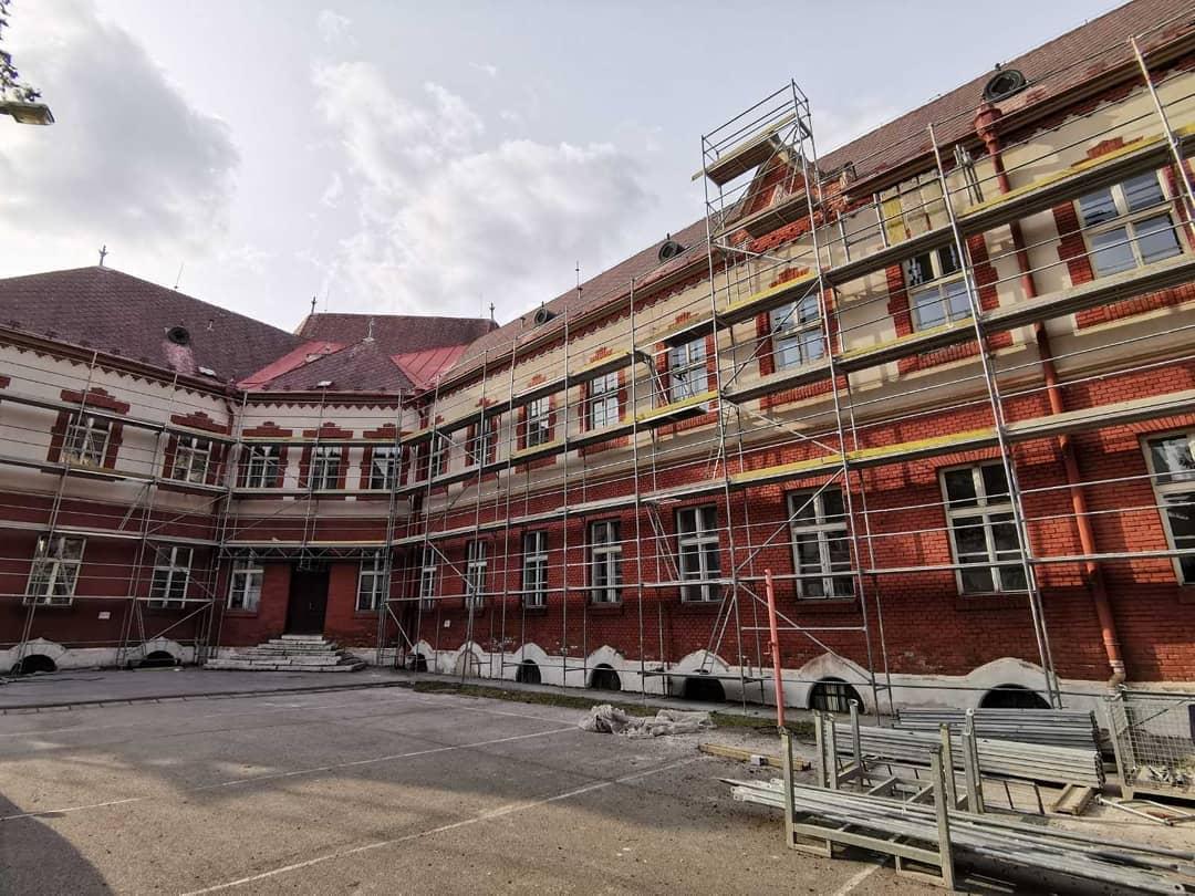 Prvá etapa rekonštrukcie budovy gymnázia by mala byť ukončená v roku 2023.