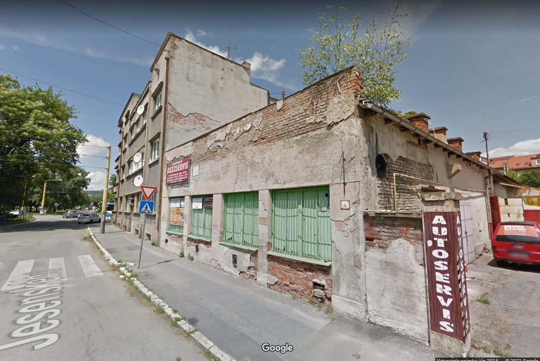 V lokalite na Jesenského ulici je v súčasnosti autodielňa a zberný dvor.