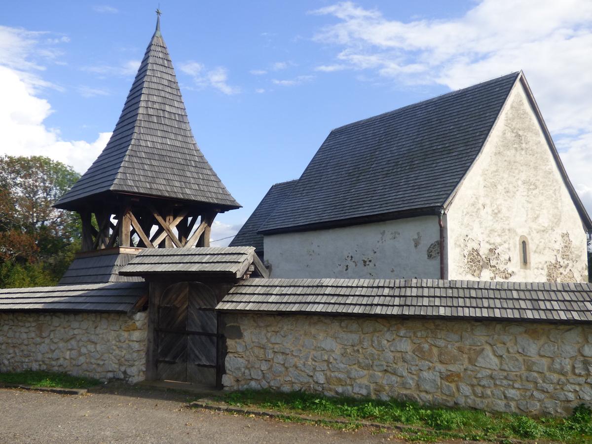Gotický evanjelický kostol z prvej polovice 14. storočia v obci Kraskovo, okres Rimavská Sobota.