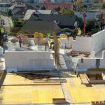 U developerského projektu SEKO komplex v Trenčíne sú na nosné steny použité veľkoformátové vápennopieskové tvárnice Silka Tempo, ktoré tu autori projektu navrhli pre ich vysokú nosnosť a výborné akustické vlastnosti. Obvodové steny sú vymurované z veľkoformátových prvkov Ytong Jumbo, u ktorých kladne hodnotili ich výborné tepelno-technické vlastnosti. Pre projekt bol spracovaný multidisciplinárny 3D model v technológii BIM.