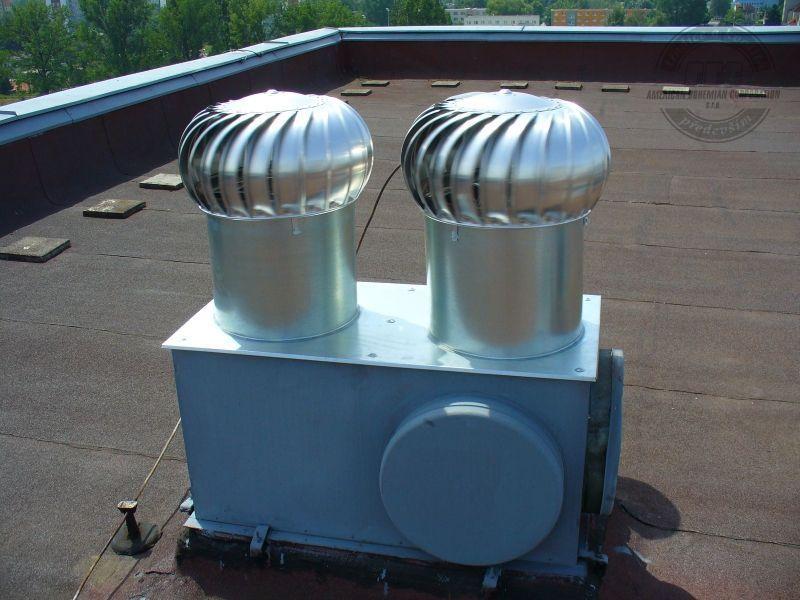 Obr. 4 Správny účel použitia ventilačných turbín na stajňovom objekte a ich nesprávna inštalácia na objekte bytového charakteru [10].