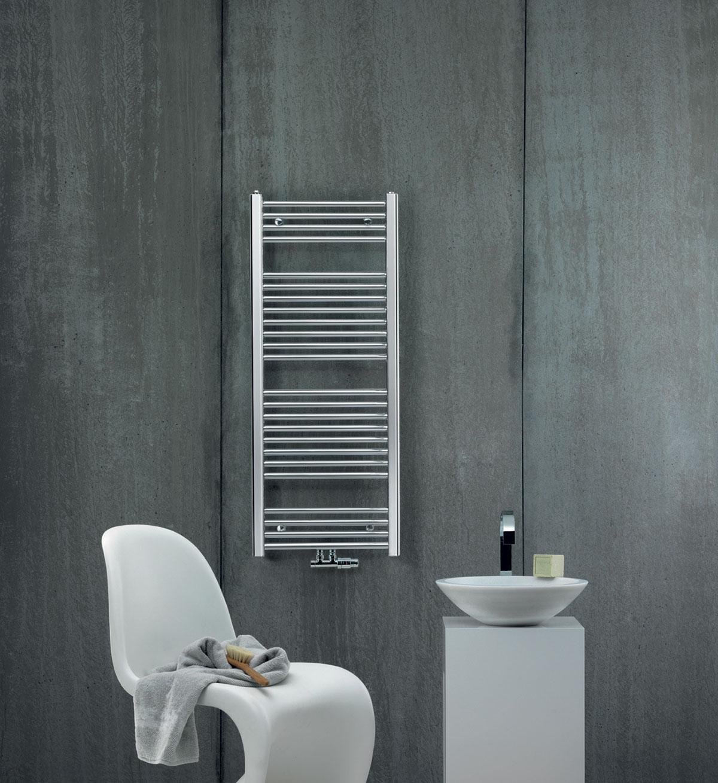 """Zehnder ponúka riešenie pre každú situáciu a rozpočet. Príkladom sú chrómované """"kúpeľňové rebríky"""" Zehnder Aura v cenovej úrovni štyroch tisíc Kč (150 €), ktoré, samozrejme, v konfigurátore nemôžu chýbať."""