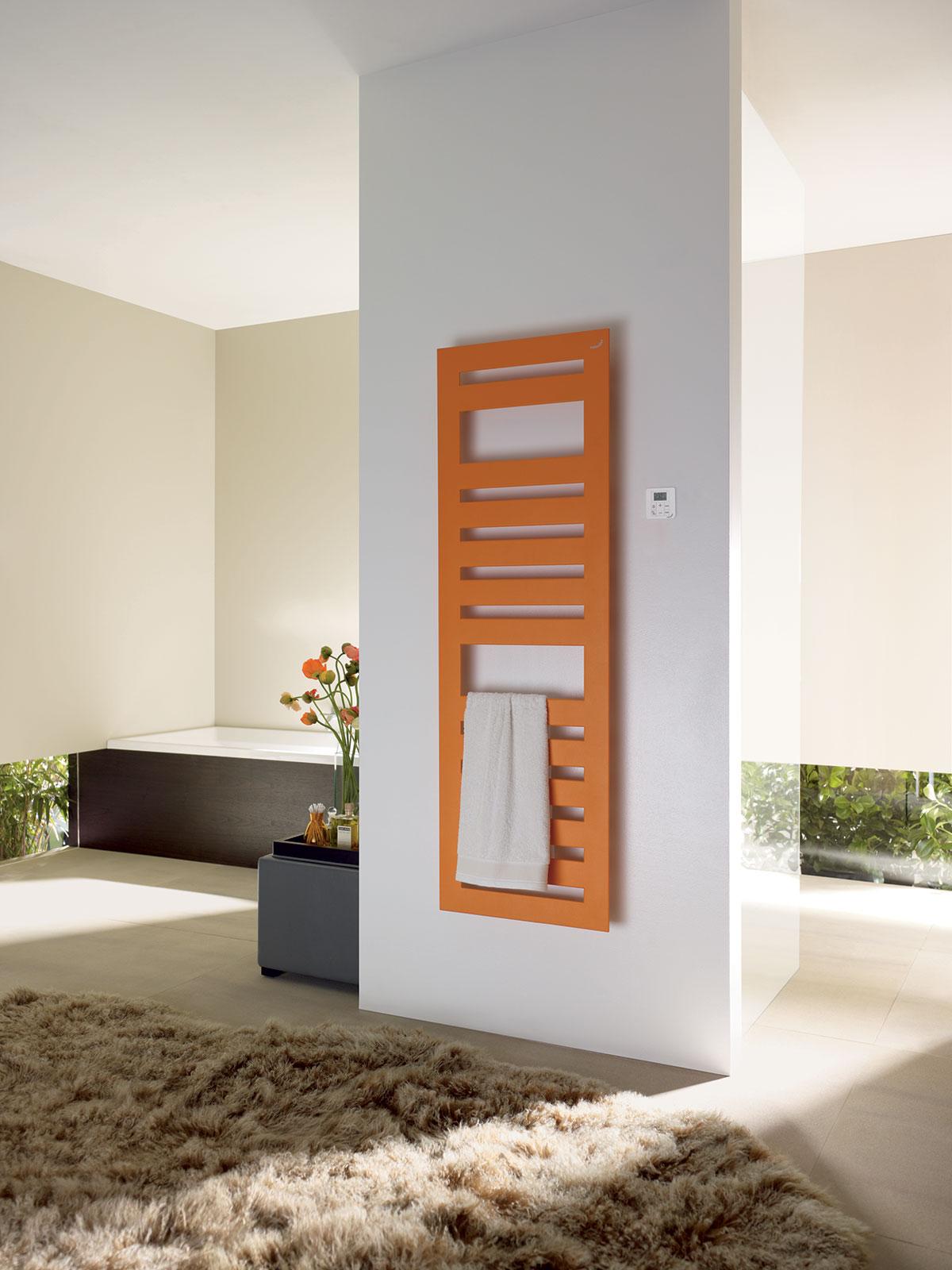 Takmer všetky kúpeľňové radiátory Zehnder existujú tiež v kombinovanom alebo čisto elektrickom vyhotovení s esteticky skrytou vykurovacou tyčou, pohodlnou reguláciou vykurovania diaľkovým ovládačom a zárukou úspornej prevádzky. Spĺňajú smernicu EcoDesign.
