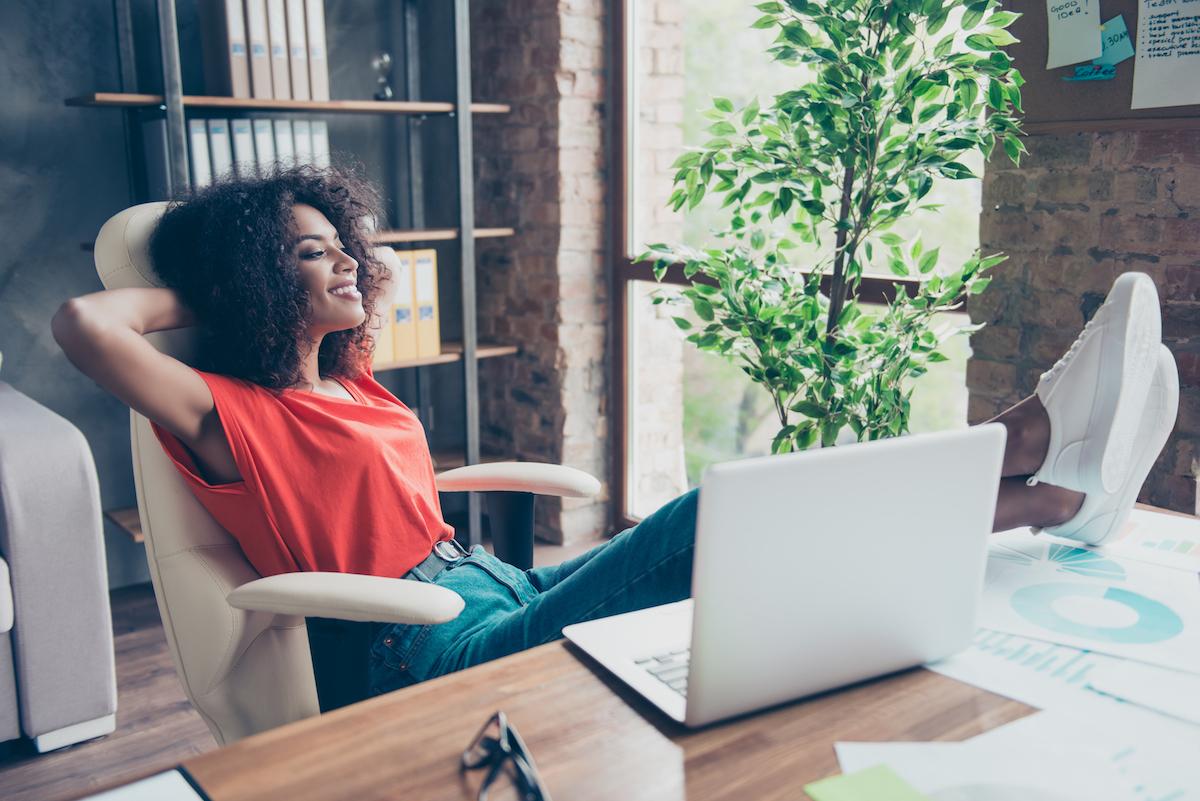rri práci vyskúšajte stoličku, kľakačku, gymnastickú loptu, alebo pracujte chvíľu v stoji.