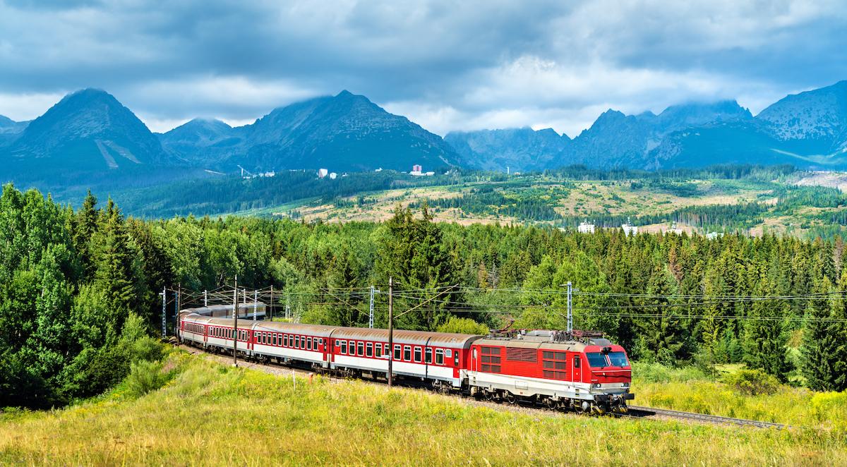 Železnice predstavujú udržateľný, inovatívny a bezpečný druh dopravy.