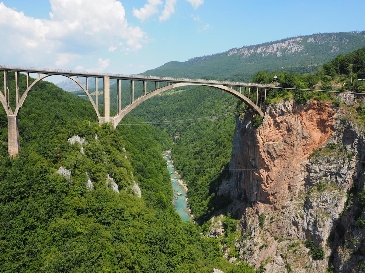 Počas II. svetovej vojny bol zničený, ale po nej ho zrekonštruovali a dnes je súčasťou dôležitej komunikácie medzi Belehradom a Podgoricou.