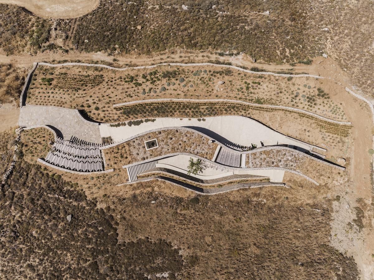 """Pri pohľade zhora je jasné, prečo architekt hovorí o """"kamennej stužke""""."""