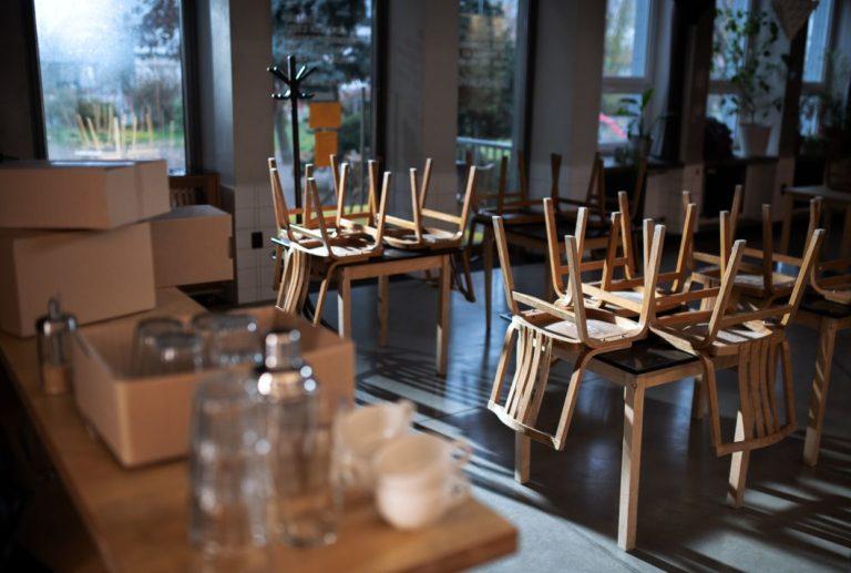korona covid-19 zatvorená kaviareň