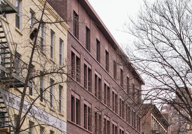 Hlavným cieľom návrhu bolo integrovať novú budovu do existujúceho kontextu manhattanskej ulice.