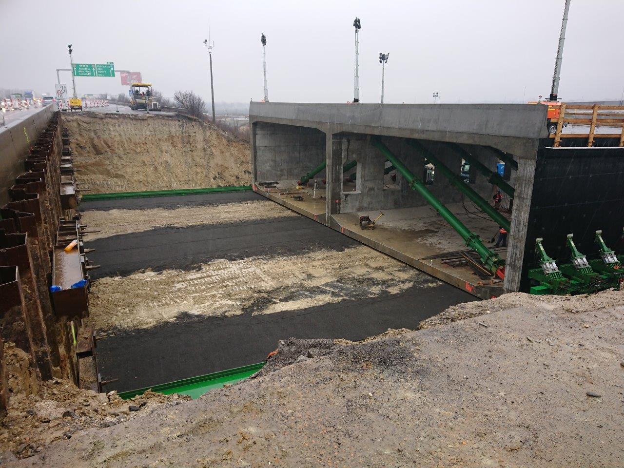 Obr. 2 Ľavý most počas zásuvu technológiou APS