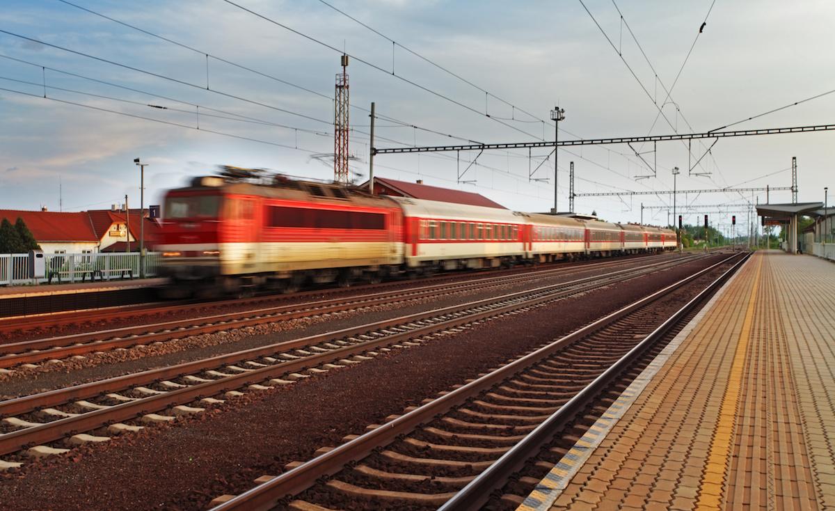 Vlaky ponúkajú dôležité, pohodlné a bezpečné prepojenie Slovenska z východu na západ a zo severu na juh.