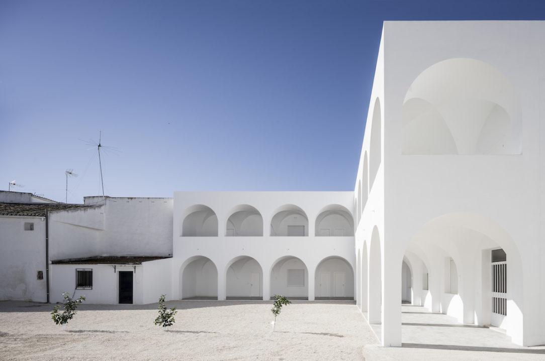 Po dostavaní bude nádvorie pripomínať rajskú záhradu, ktorá sa objavuje v objektoch kláštorov.