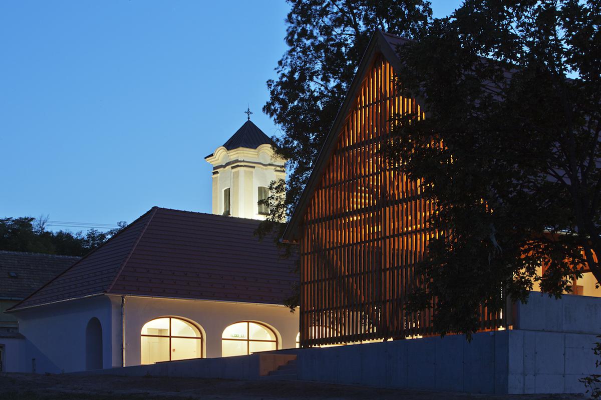 Škola v lese. Táp, Maďarsko, 2013.