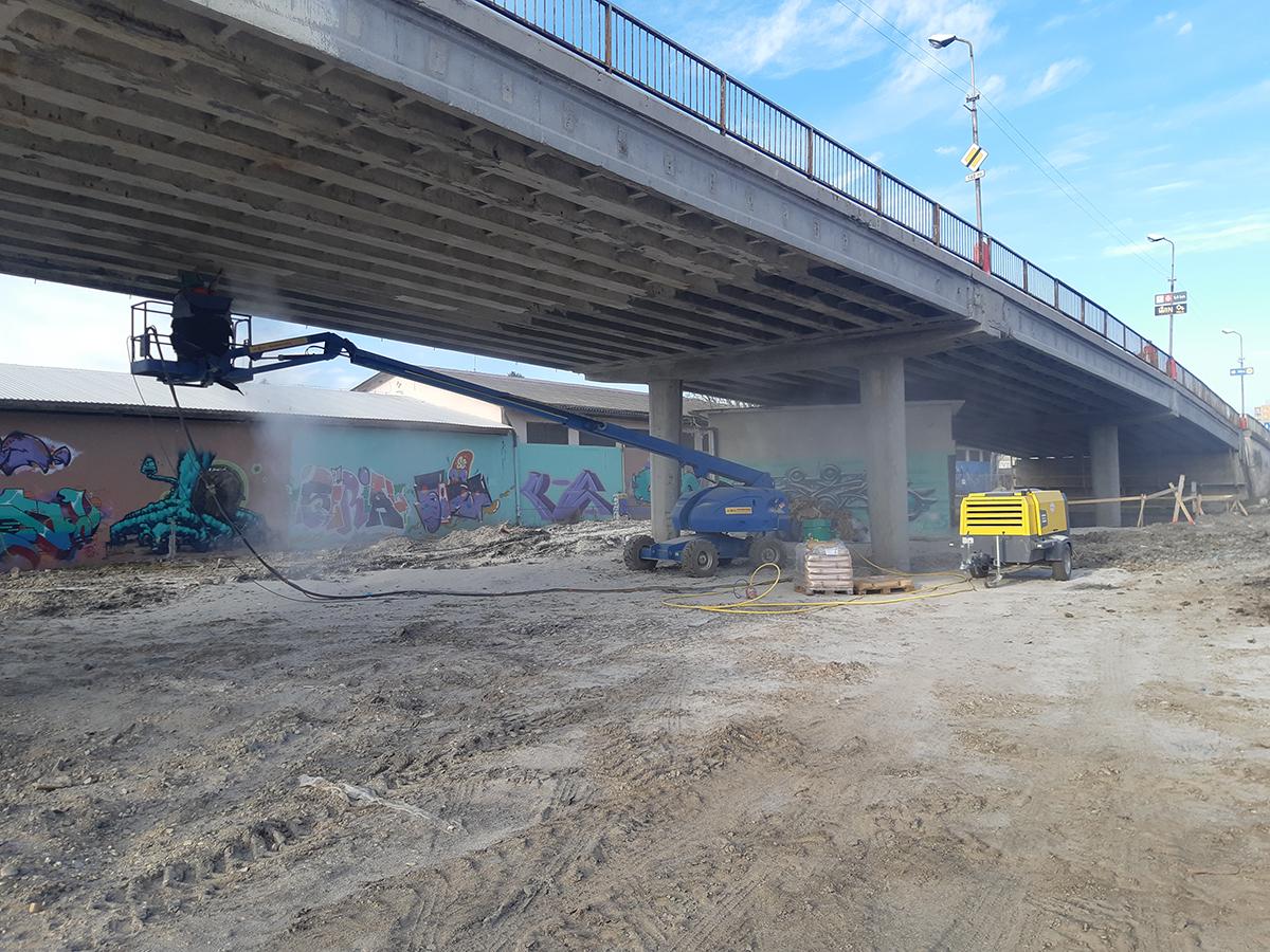 Otryskávanie mostnej konštrukcie pred sanáciami