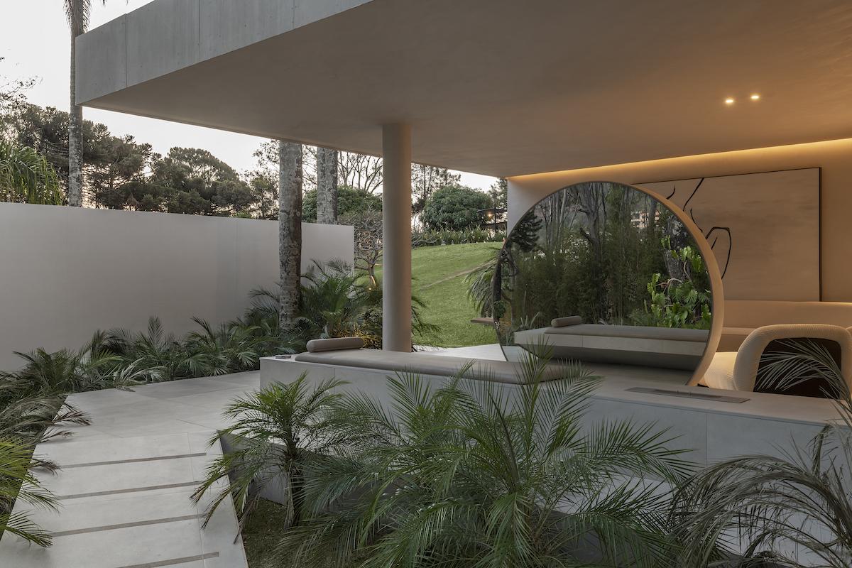 Palmeiras – vonkajší priestor na rozjímanie.