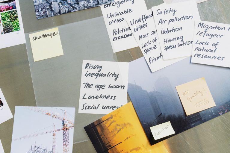 Autori v spolupráci s vydavateľstvom Gestalten skúmali, ako dostať mestá na novú úroveň avytvoriť z nich spoločný domov pre všetkých.