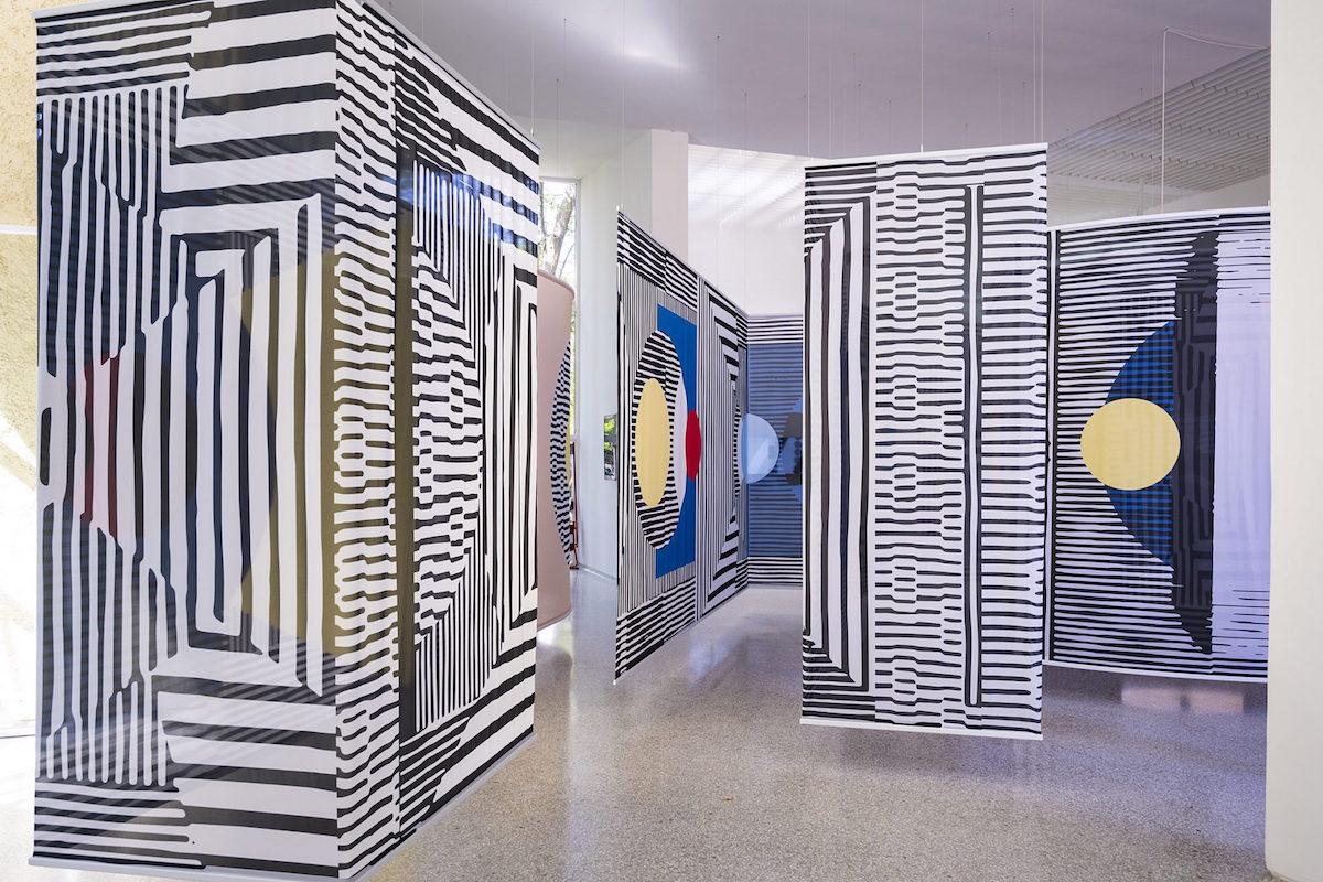 Holandský pavilón 2021 – architektka Afaina de Jong a umelkyňa Debra Solomon sa vo svojej inštalácii pýtajú: Who Is We? (Kto sme?)