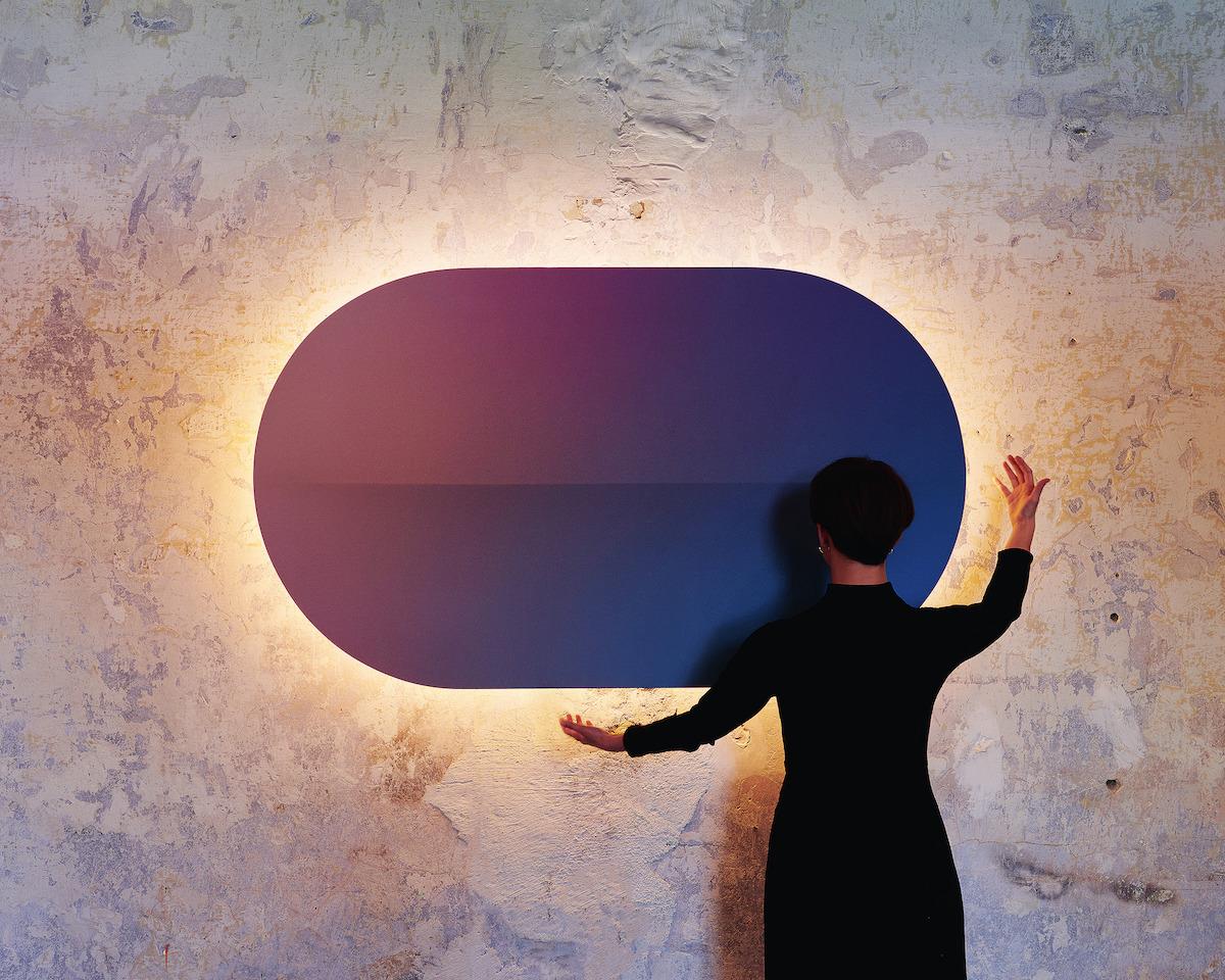 Kolekcia podsvietených akustických LED panelov vytvára v interiéri ambientné osvetlenie.