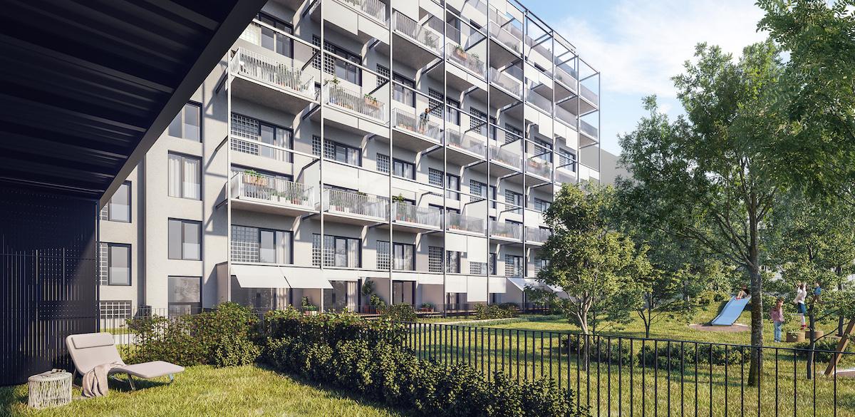 Fasáda orientovaná do spoločného dvora dostala nové balkóny, čím sa zväčšil pobytový priestor. V tichom vnútrobloku je to ideál.