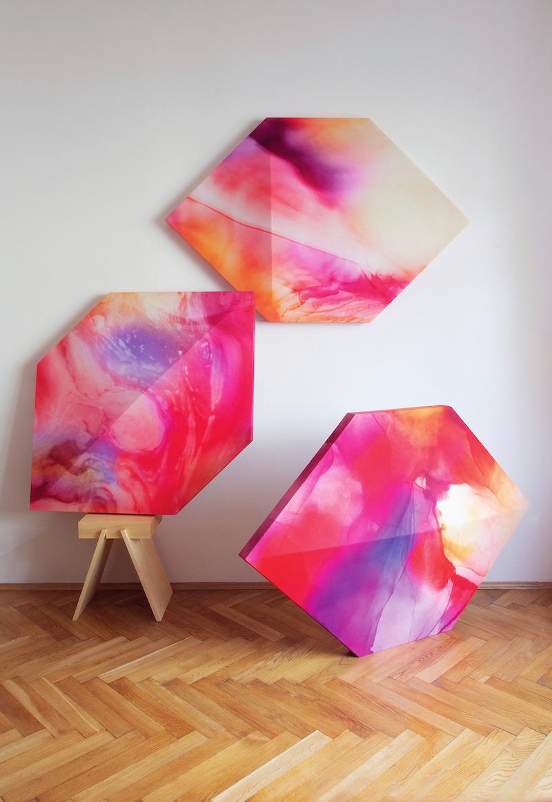 Polygonálne panely do súkromného bytu v Prahe. Spolupráca: Martina Urbanová, architektka.