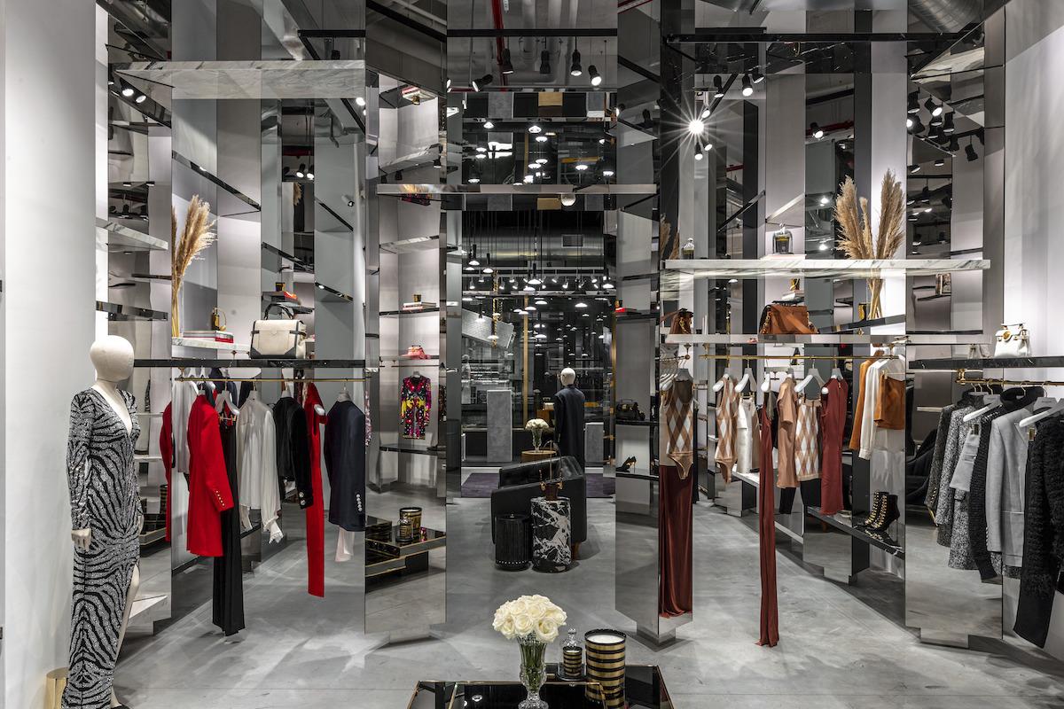 Interiér je rýdzo newyorský – vzdušný ako loft a uhrančivý ako galéria.