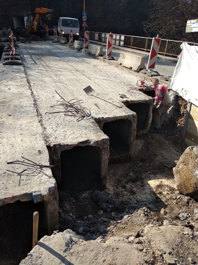 Obr. 6 Búracie práce na moste