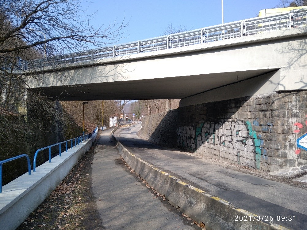 Obr. 11 Pohľad na zrekonštruovaný most z výtokovej strany