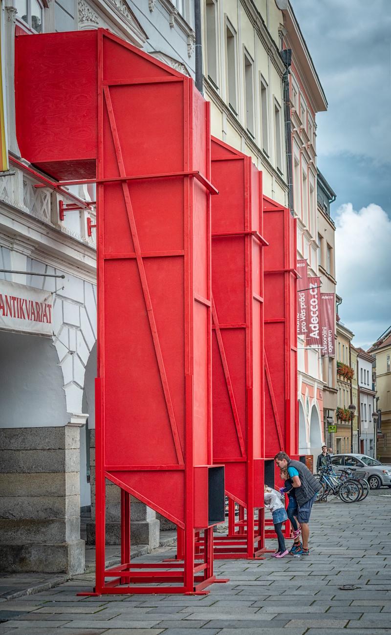 Jeden z projektov Petr Hájek Architekti: Dom umenia, České Budějovice, výstava Princípy. Inštalácia Periskopy, 2020.