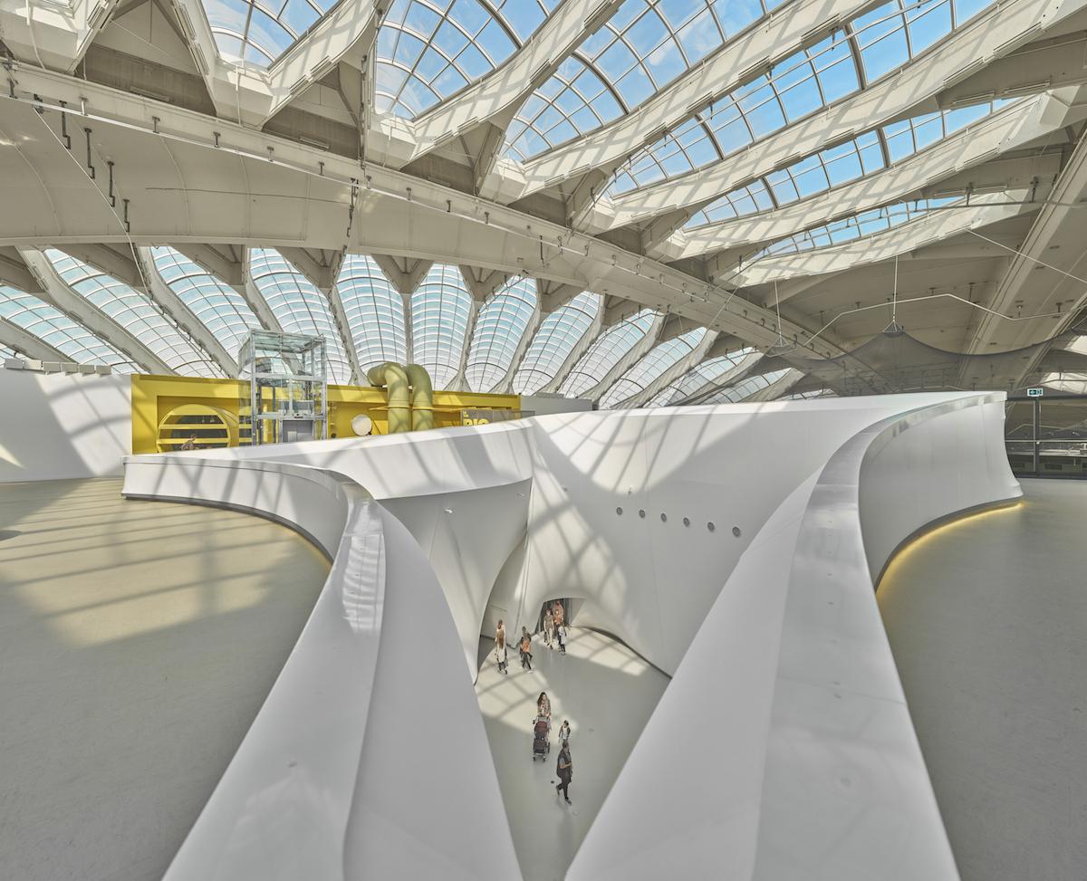 Na druhom podlaží sú prístupné ochodze, ktorými návštevníci môžu nazrieť do pavilónov z nezvyčajnej perspektívy.