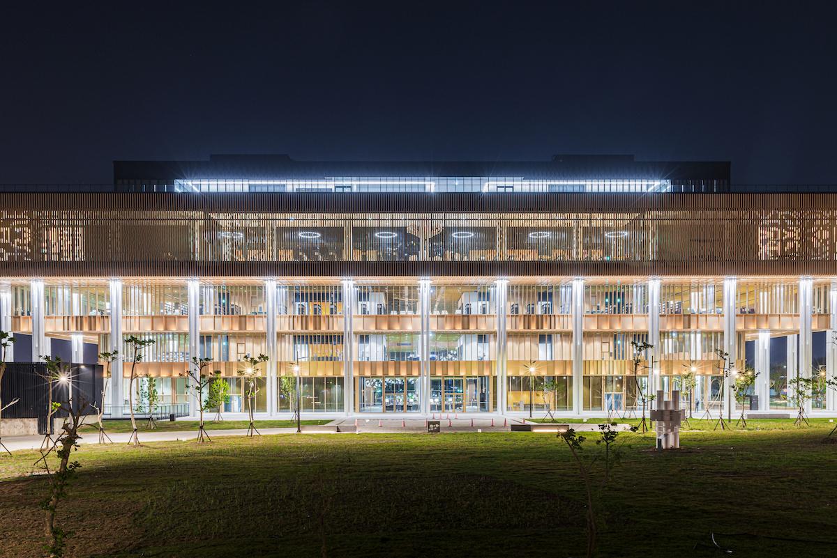 Výstavba 6-podlažnej knižnice prebiehala plynule abez problémov.