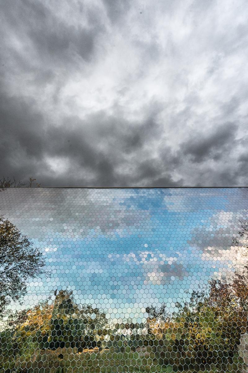 Detail zrkadlovej steny, zrkadlové filtre.