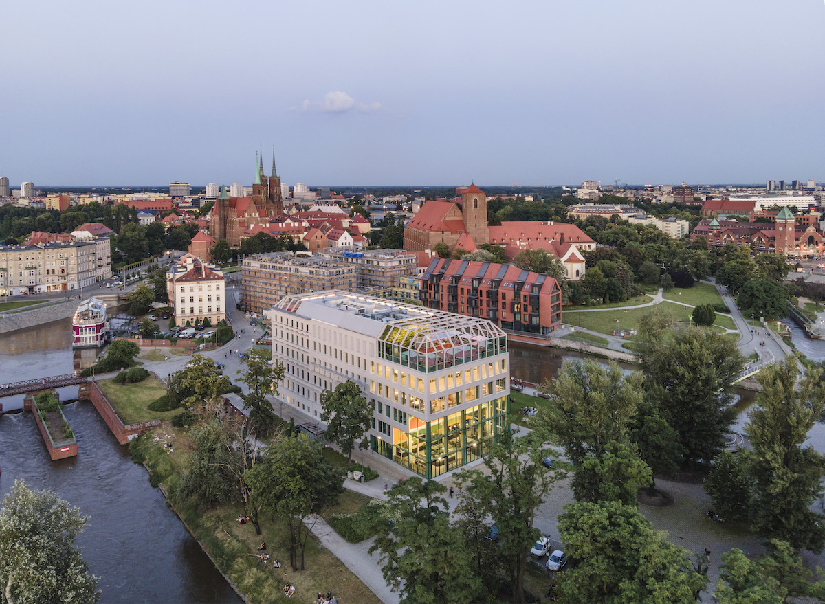 Concordia Design Wrocław je prirodzeným centrom ostrova Słodowa.
