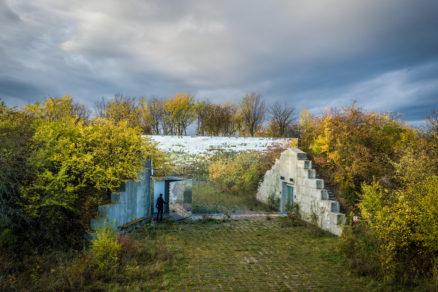 Prevádzka krematória je umiestnená v podzemných priestoroch bunkra.
