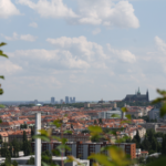 Pohľad na mesto Praha zo zaujímavej vilovej funkcionalistickej lokality Baba.