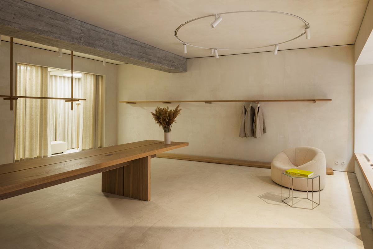 Interiér odzrkadľuje filozofiu značky a kozmopolitného ducha.