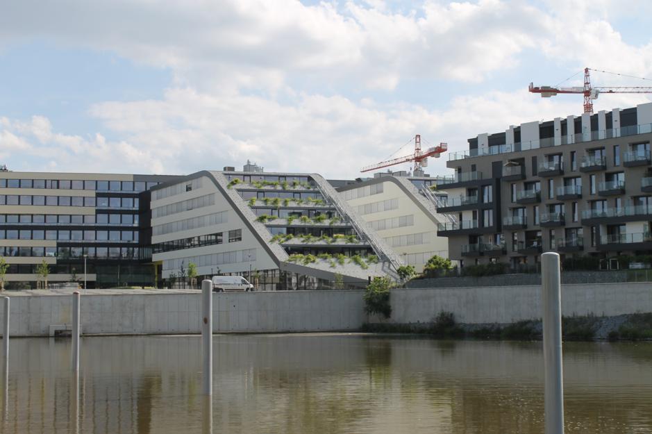 Palmovka − Budovy pripomínajúce doky.